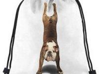 Bolso mochila para gimnasio con cordones y bulldog ingles haciendo yoga